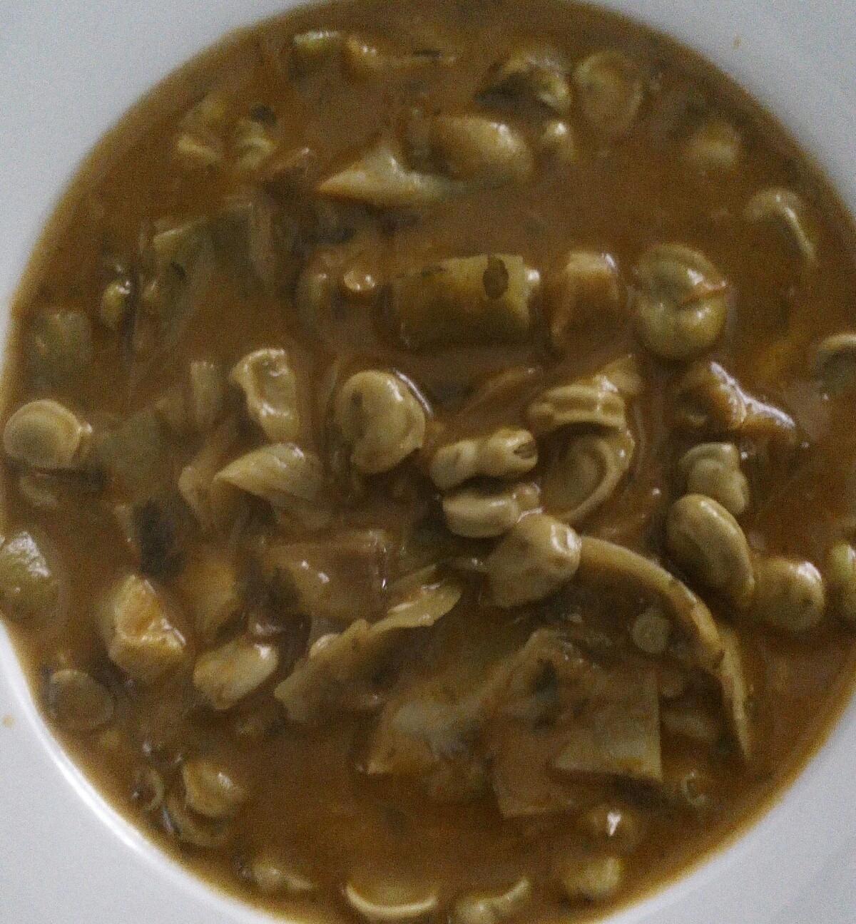 Cazuela de habas a la hierbabuena. Sin gluten, sin lácteos, Vegana, Vegetariana.