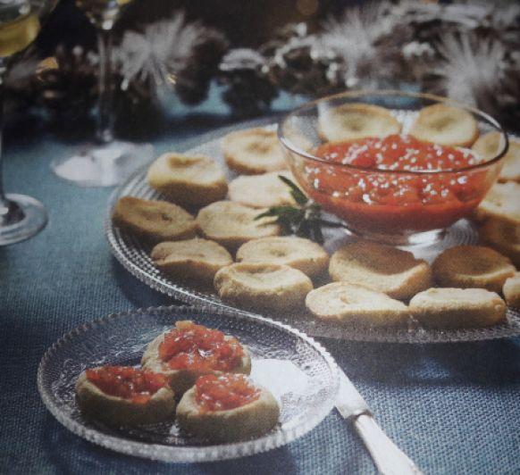 Galletas de queso con chutney de pimientos al whisky