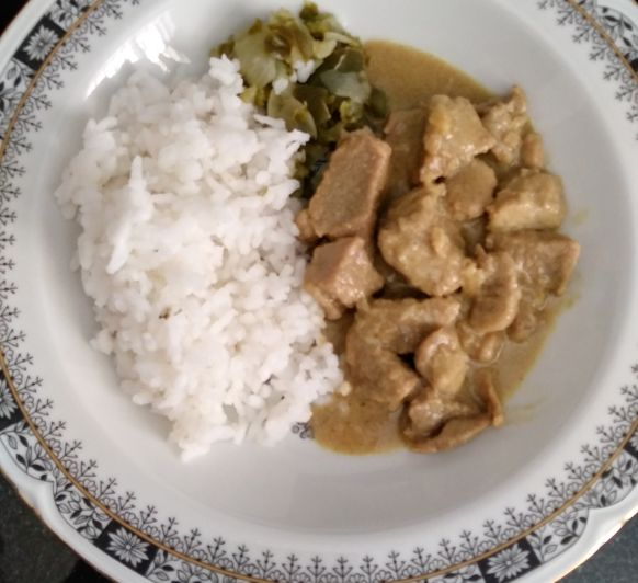 Thermomix® TM6 receta con TM5. Curry de cerdo y arroz blanco al vapor.