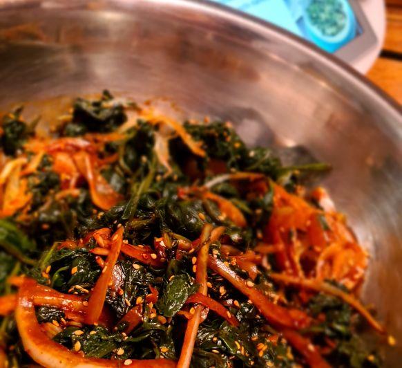 Espinacas coreanas ( sigeumchi-namul) - Corea