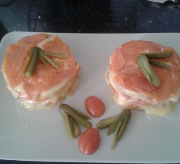 Timbales de salmón con salsa holandesa