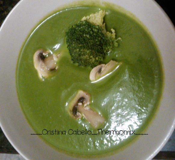 Crema de espinacas con champiñones y brócoli