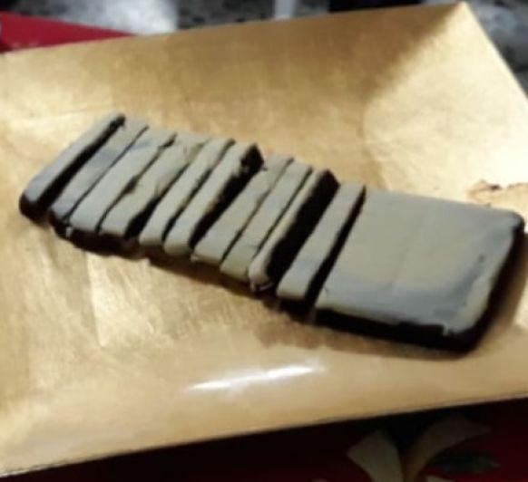 Menú Navidad: Cogollos de lechuga con muffins de salmón. Carrilleras con sepia y romanescu. Turrón de chocolate y crema de whisky.